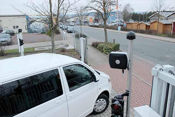 Bezpieczna kontrola dostępu dla pojazdów (AVI)